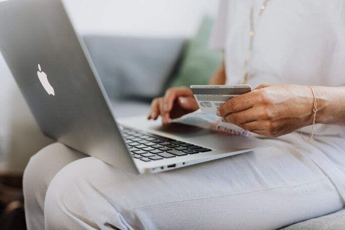 Should You Open An E-Commerce Business in 2021?